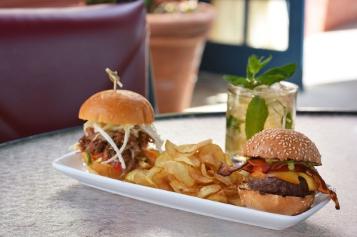 hollywood-brown-derby-lounge-derby-sliders-mint-julep