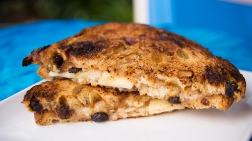taste-track-canadian-cheddar-and-apple-grilled-cheese-sandwich-on-cinnamon-raisin-bread