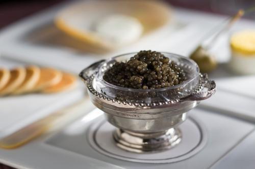 victoria-and-alberts-caviar