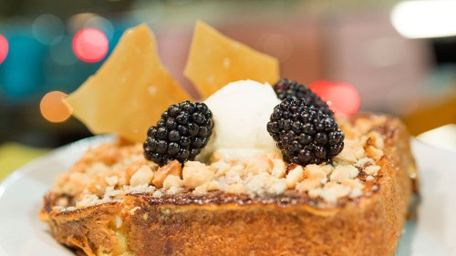sci-fi-dine-in-theater-breakfast-macadamia-crusted-brioche-french-toast-mascarpone-fresh-berries