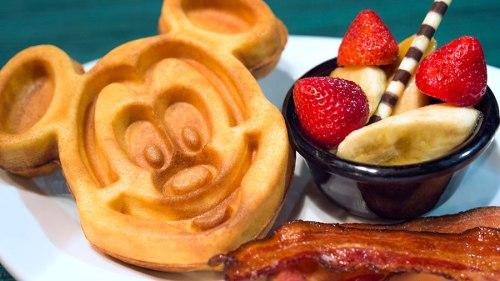 sci-fi-dine-in-theater-breakfast-mickey-waffle-bacon
